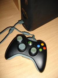 Аккумулятор к беспроводному геймпаду XBOX 360 заряжается